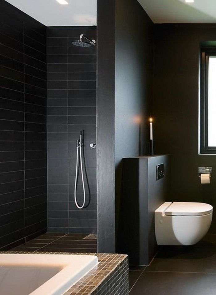 Faience noire salle de bain murs noirs et baignoire for Faience mur salle de bain