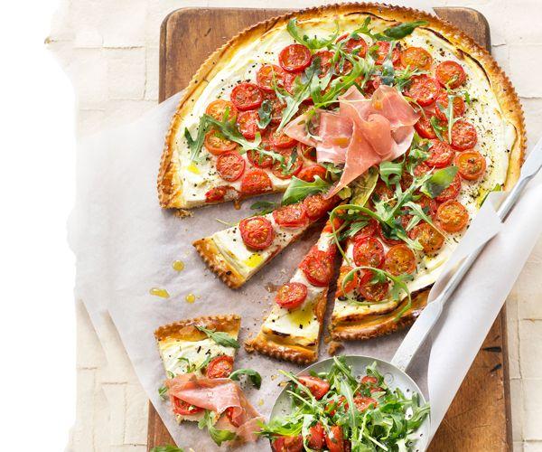 pizza au fromage frais tomates cerise roquette et jambon. Black Bedroom Furniture Sets. Home Design Ideas