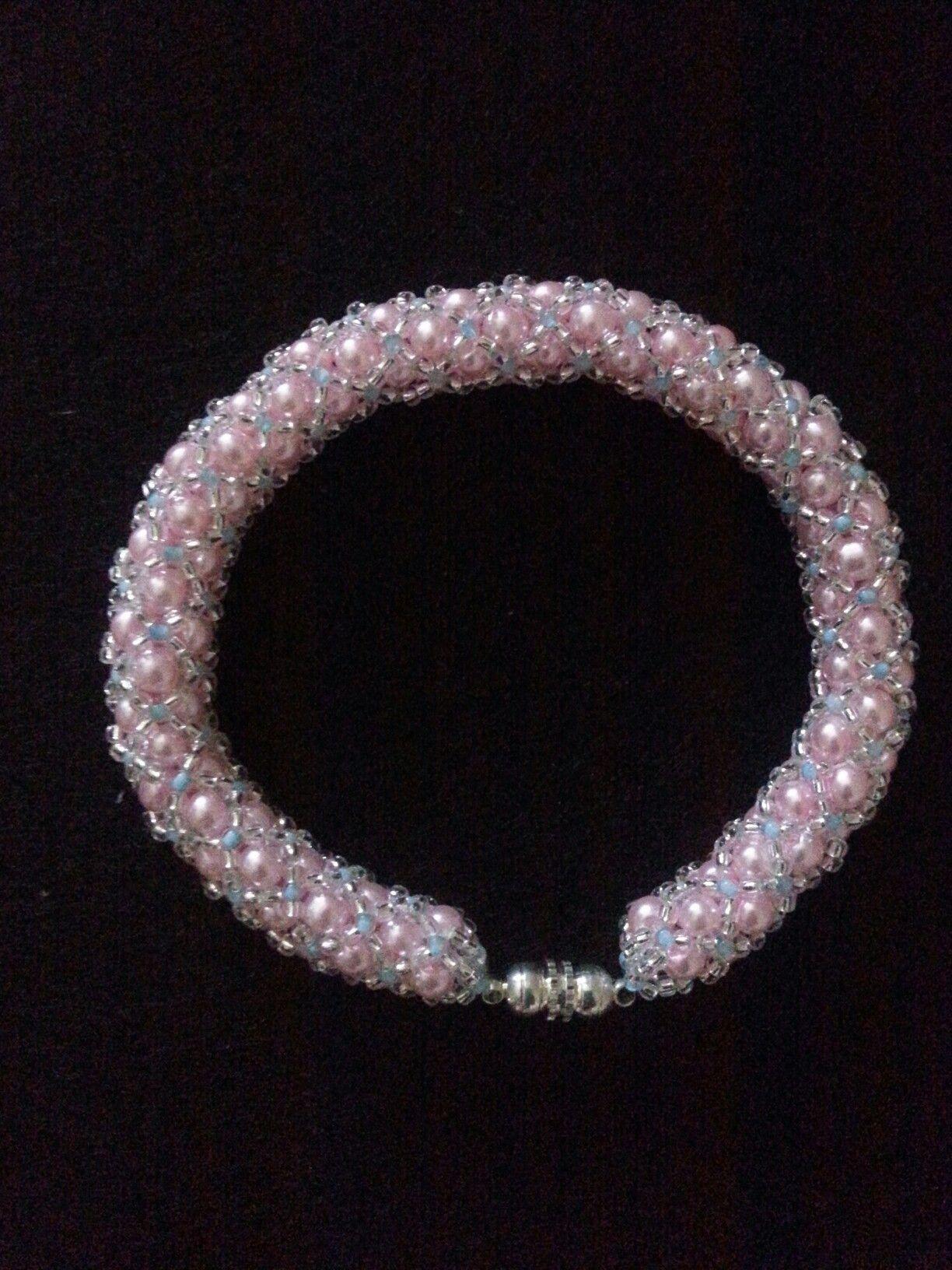 Bracciale tubolare con perle e perline