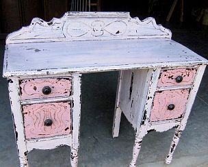 Beautiful way to Milk paint furniture!