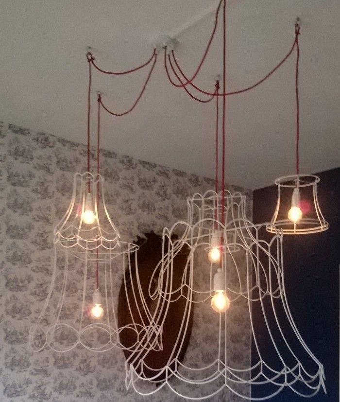 Supergave lamp boven eettafel van oude lampenkappen en for Lampen eettafel design