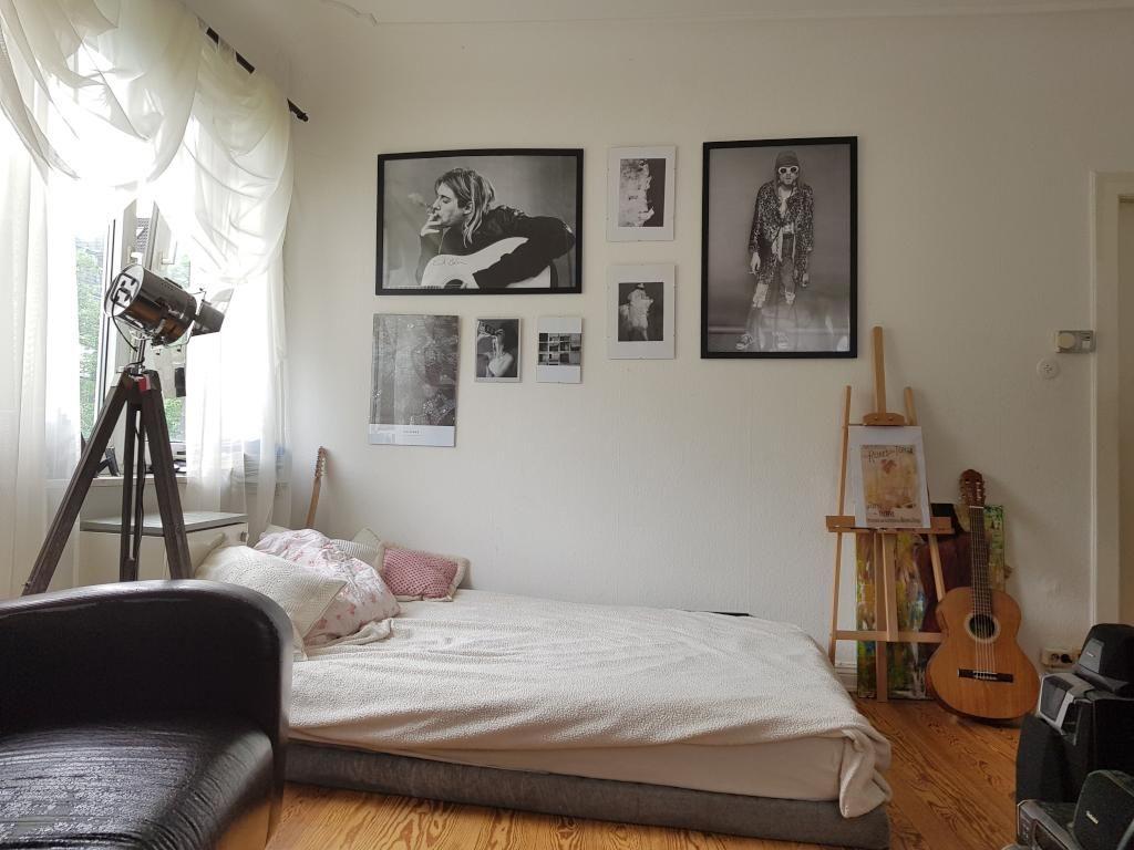 Ein toll eingerichtetes WG-Zimmer! Die schwarz-weiß Fotografien an ...