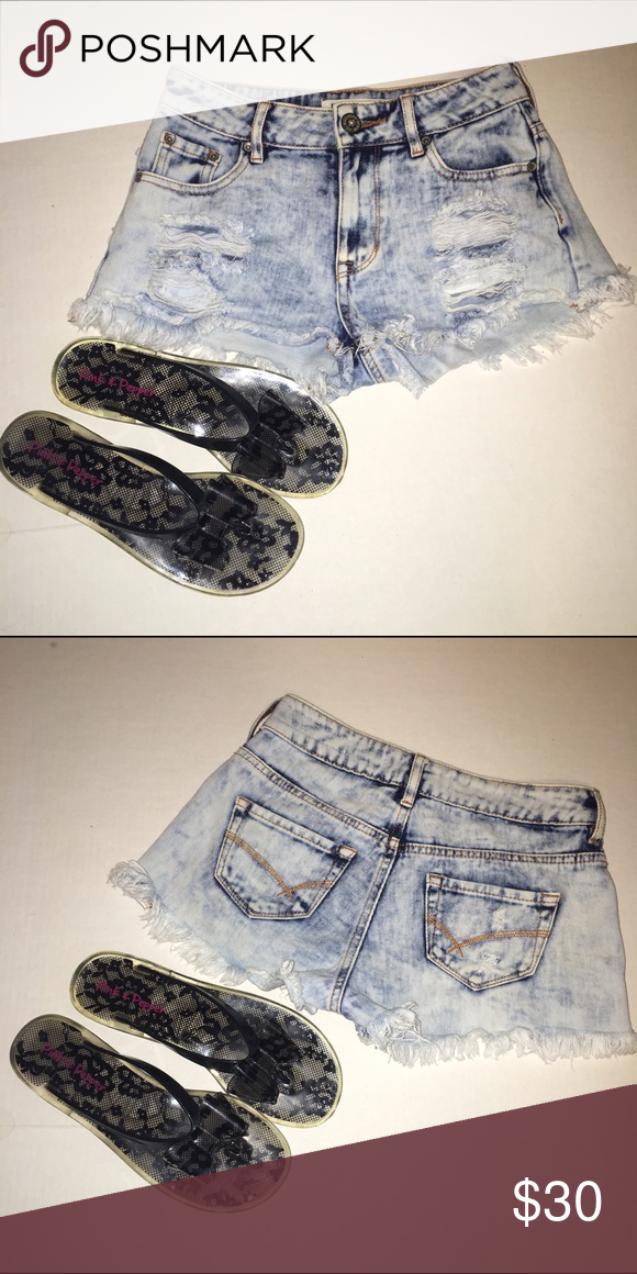 Denim Shorts and Bow Flip Flops PacSun, destroyed shorts in perfect condition with bow flip flops that were worn once or twice. Both in brand new condition, if only looking to get one or the other, comment and I'll make a separate listing. PacSun Shorts Jean Shorts