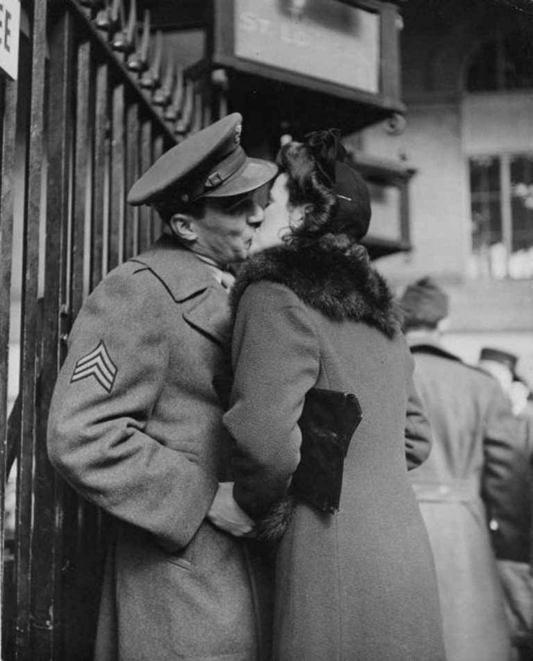 The Last Kiss Goodbye New York 1943 Old Fashioned Photos