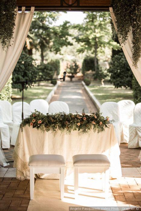 Decorazione Per Il Tavolo Degli Sposi Per La Cerimonia Civile All Esterno Matrimonio Matrimonio Civile Nozze