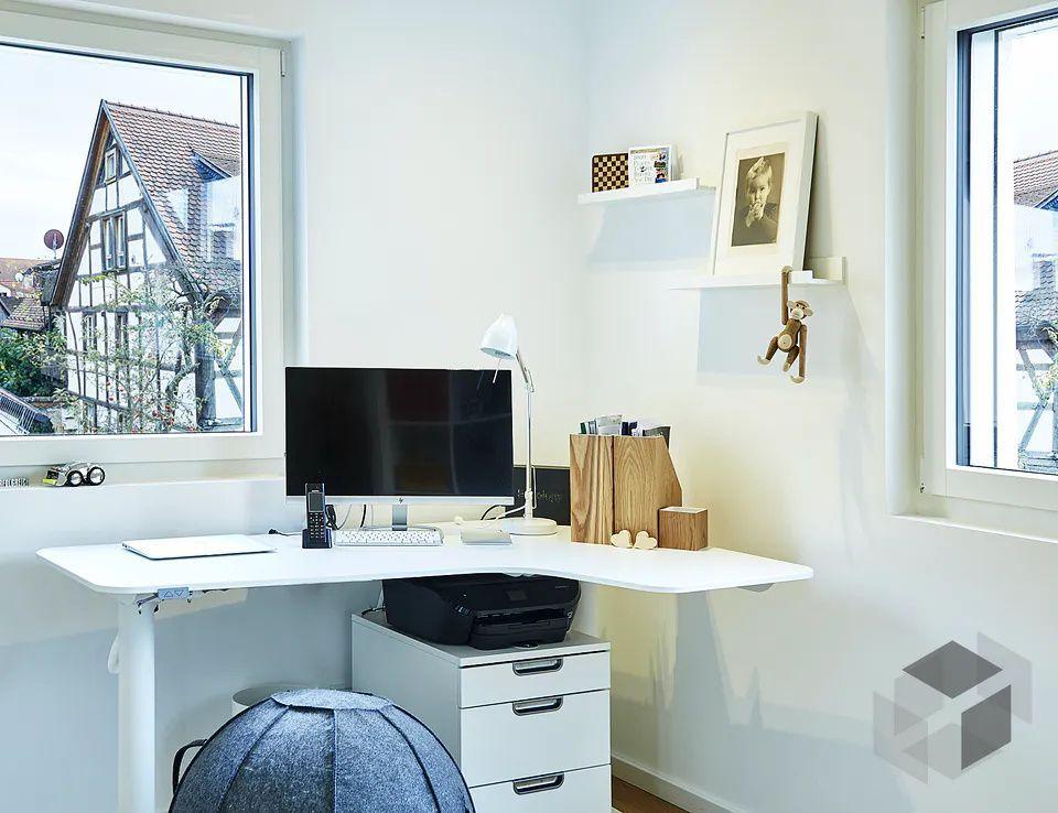 Geraumiges Arbeitszimmer In 2020 Einfamilienhaus Fertighauser Zuhause
