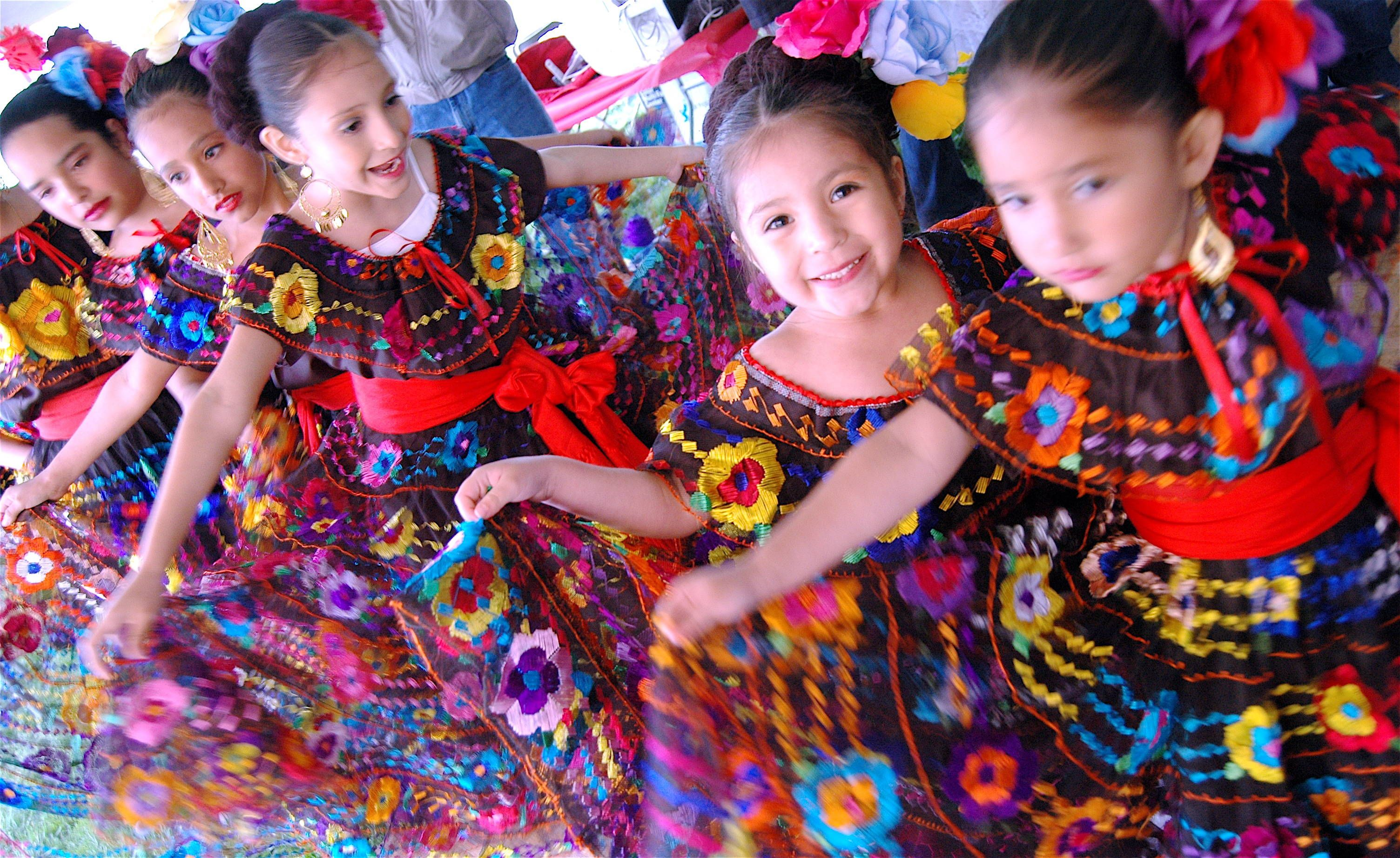 Image Result For Cinco De Mayo Hairstyles Little Girls Cinco De Mayo Mexican Culture Mexico Culture