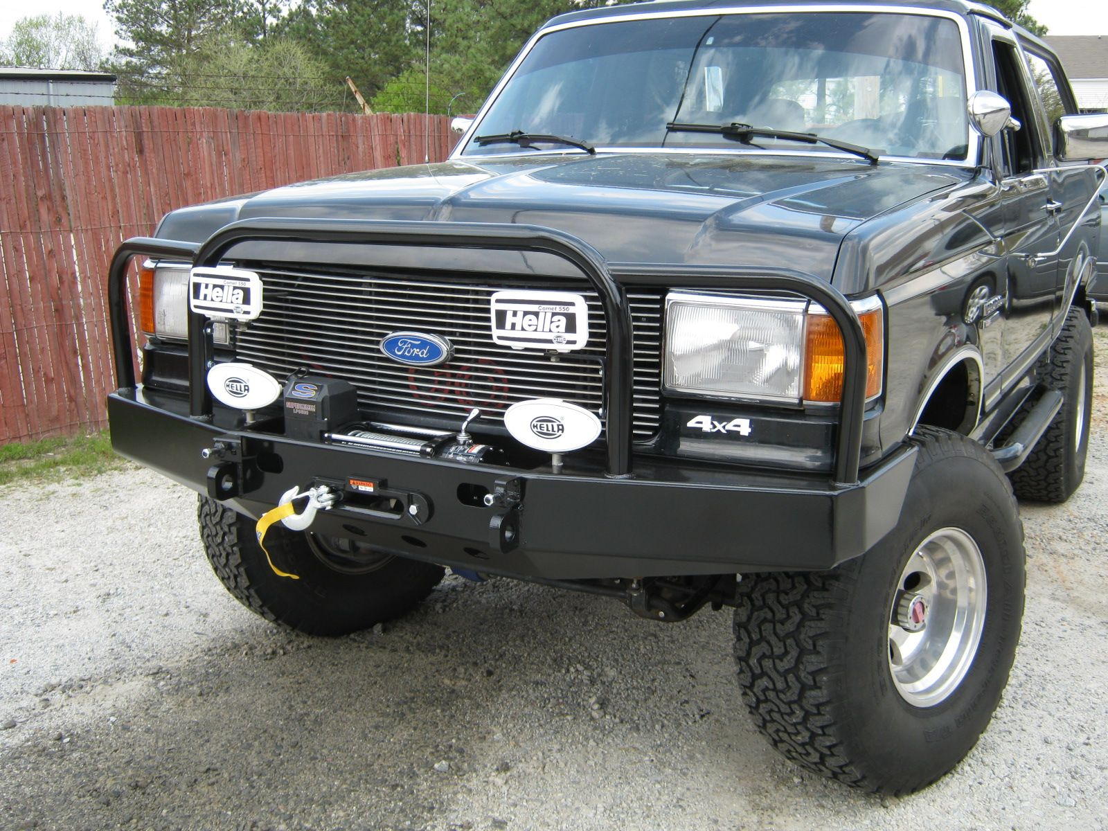 Ford Bronco 78 96 Winch Style Bumper With Shackle Mounts And A Hoop Style Grill Guard With Light Guards Ford Fordbronco Bumpers Ford Bronco Custom Trucks
