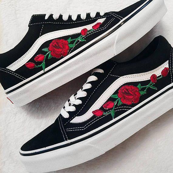 Rose Knospen Rot Blk Unisex Custom Rose Bestickt Patch Vans Old Skool Sneakers Herren Und Damen Grosse Erh Custom Vans Shoes Vans Shoes Fashion Vans Shoes Women