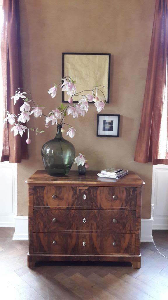 Schöne Kommode und Blumenvase fürs Wohnzimmer #Wohnzimmer - schöne bilder fürs wohnzimmer