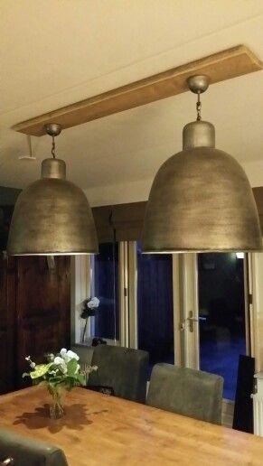 2 Lampen Aan Een Steigerplank Voor Boven De Eettafel Lampen Ophangen Eetkamertafel Lamp Lampen Plafond