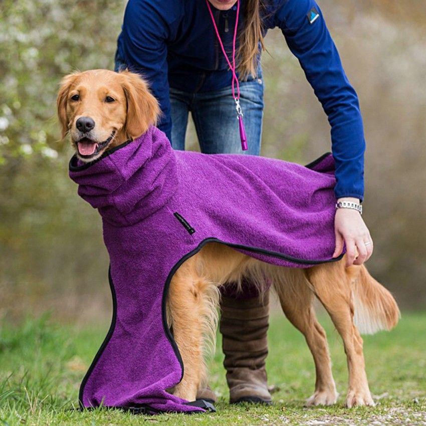 Ein Hundebademantel ist das A und O im Leben des glücklichen ...