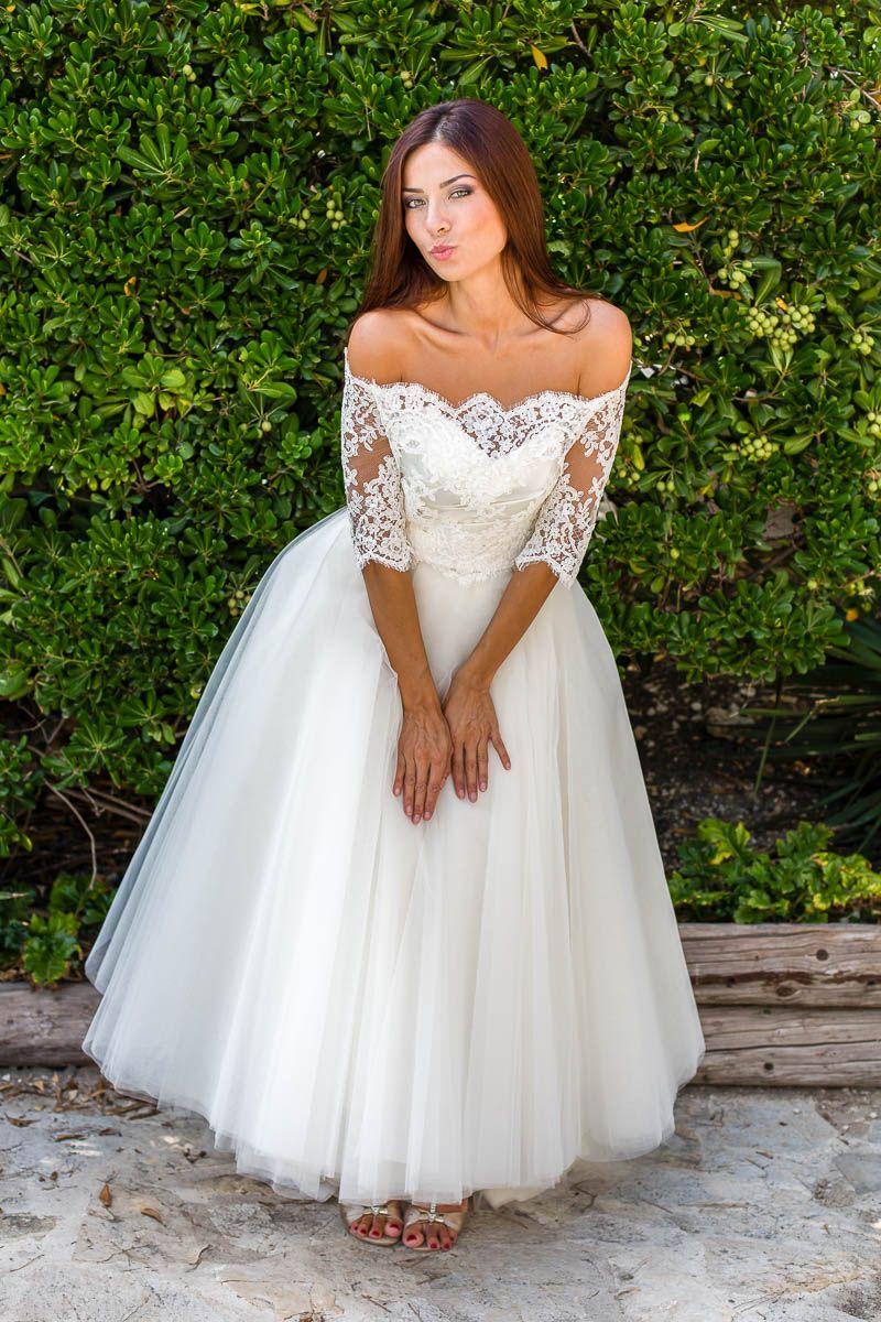 Mariées de Provence  Robe de mariage robe de mariée manches longues en  dentelle de Calais..Robe de mariée disponible en  ivoire, blanc