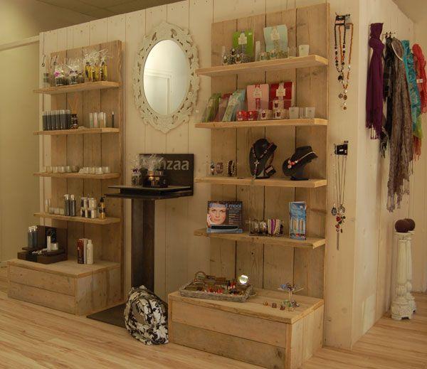 Verkaufsdisplay aus Holz - Produktpräsentation aus Bauholz Küche