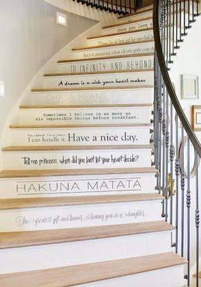 Del sottotetto e a utilizzare la parete della scala come libreria. Come Dipingere Una Scala Interna Farmhouse Interior Design Stairs Painted Stairs