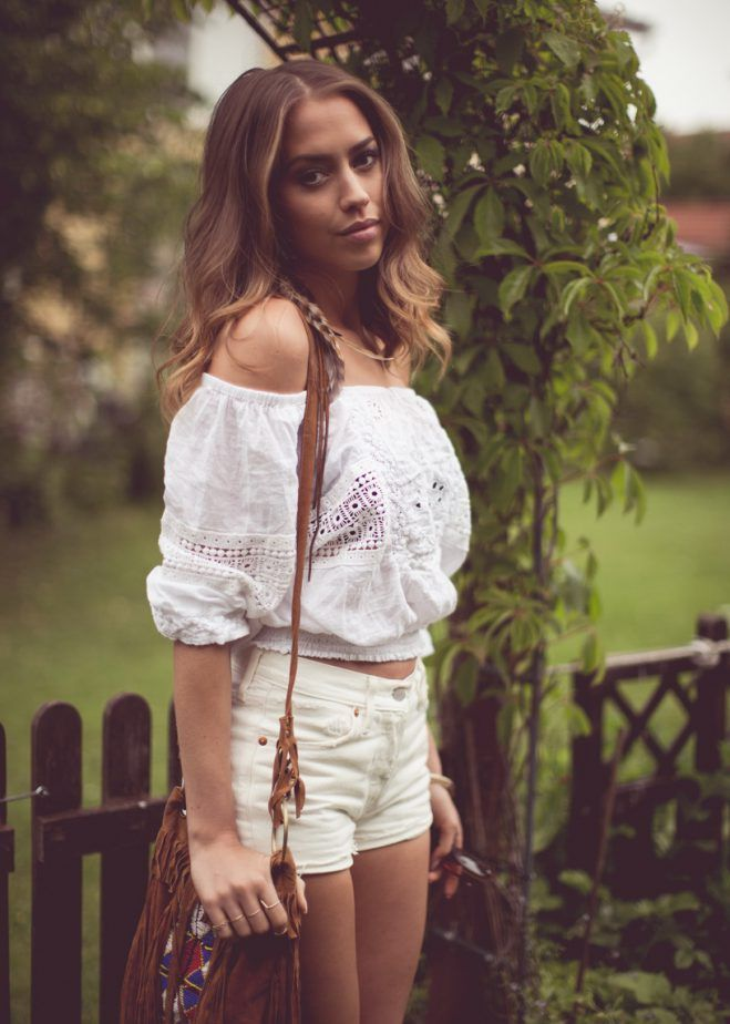 4 Off Shoulder Peasant Blouse With White Denim Shorts 2017 Street