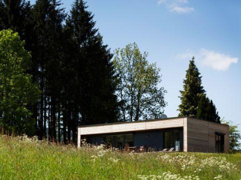 une maison en bois mont e en un jour maison bois maison ossature bois et maison