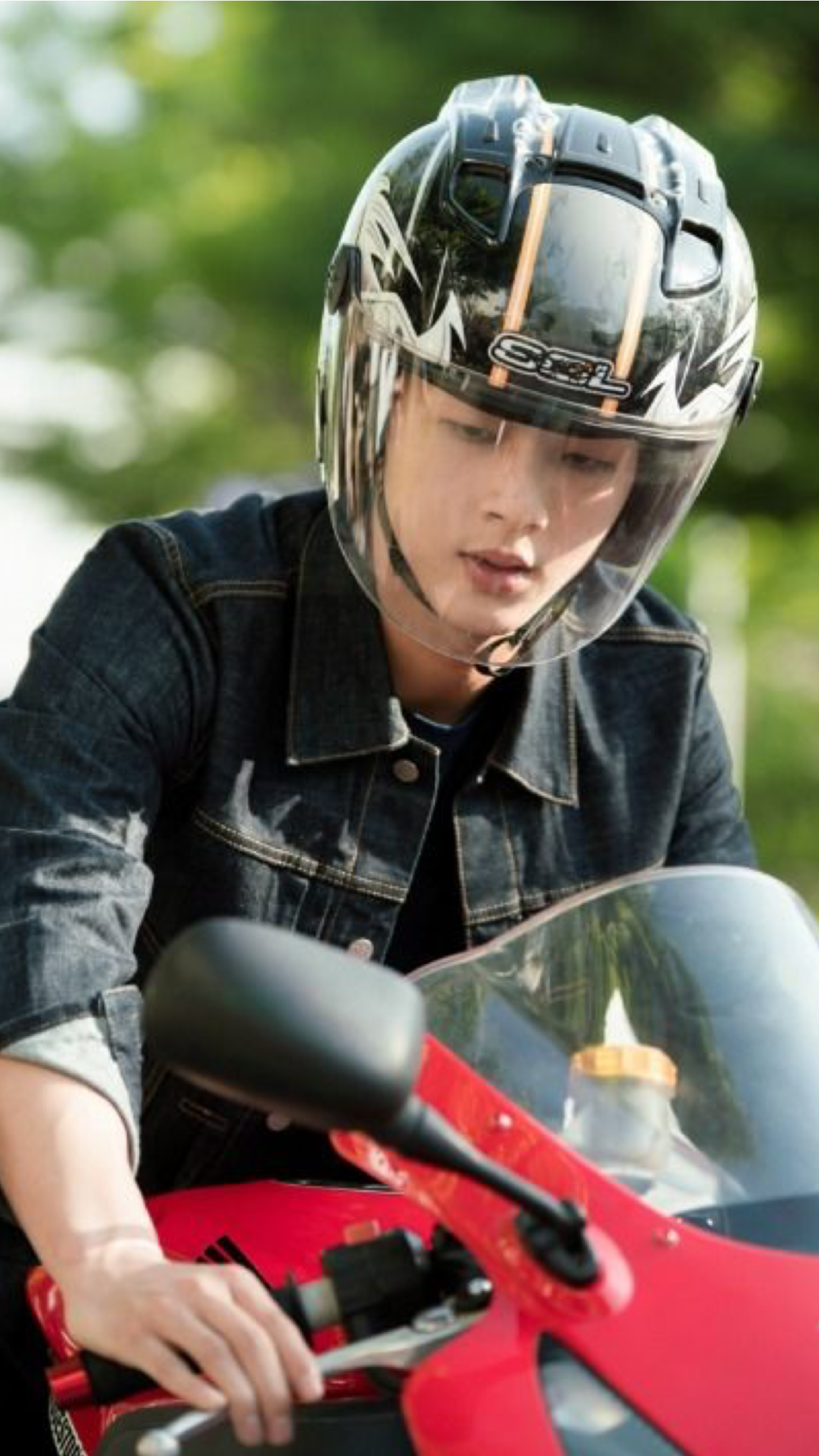Ji Soo Plays Park Shin Hyes Bad Boy Boyfriend In