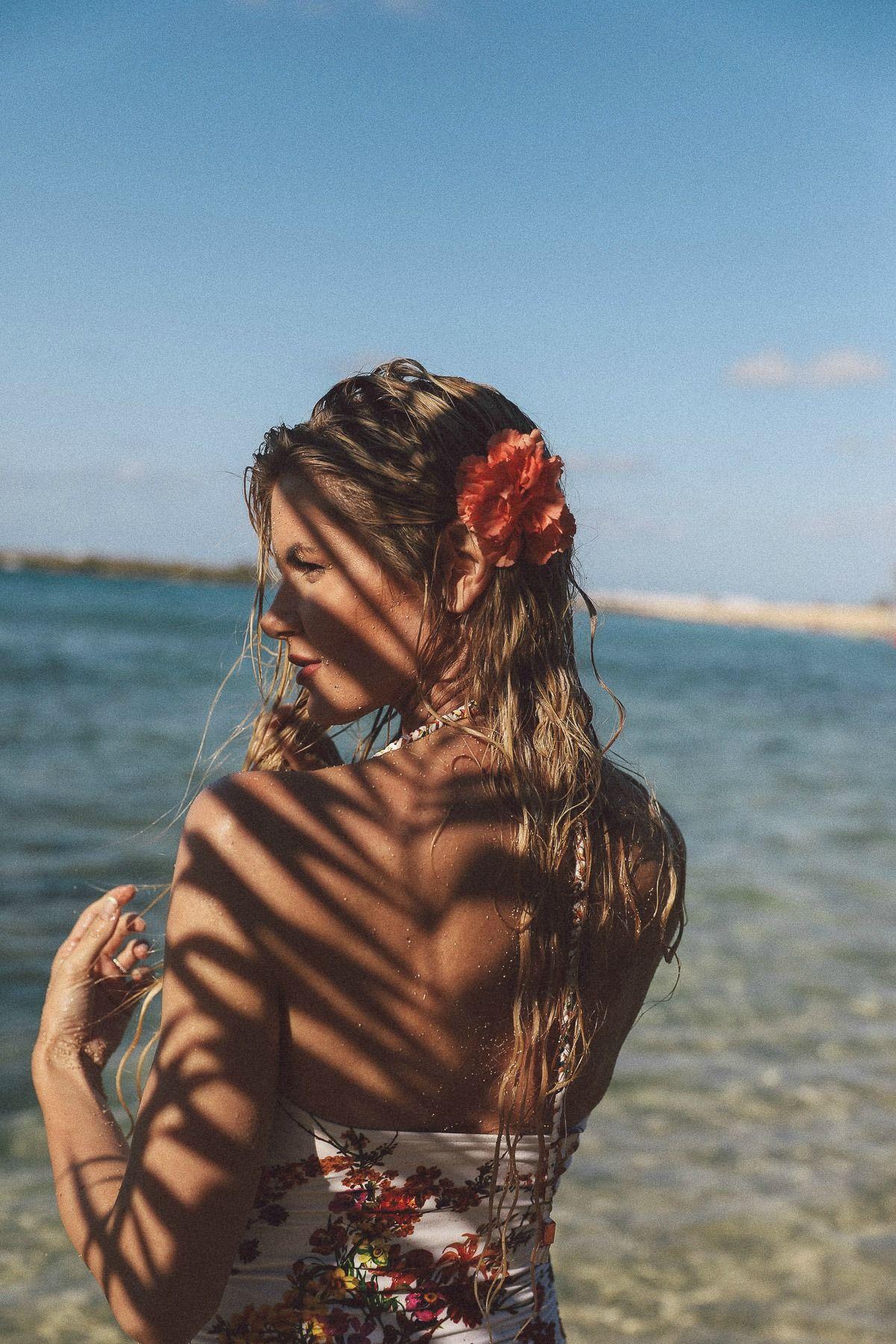 Barefoot Blonde Amber Fillerup Aura Botanica Natural Hair