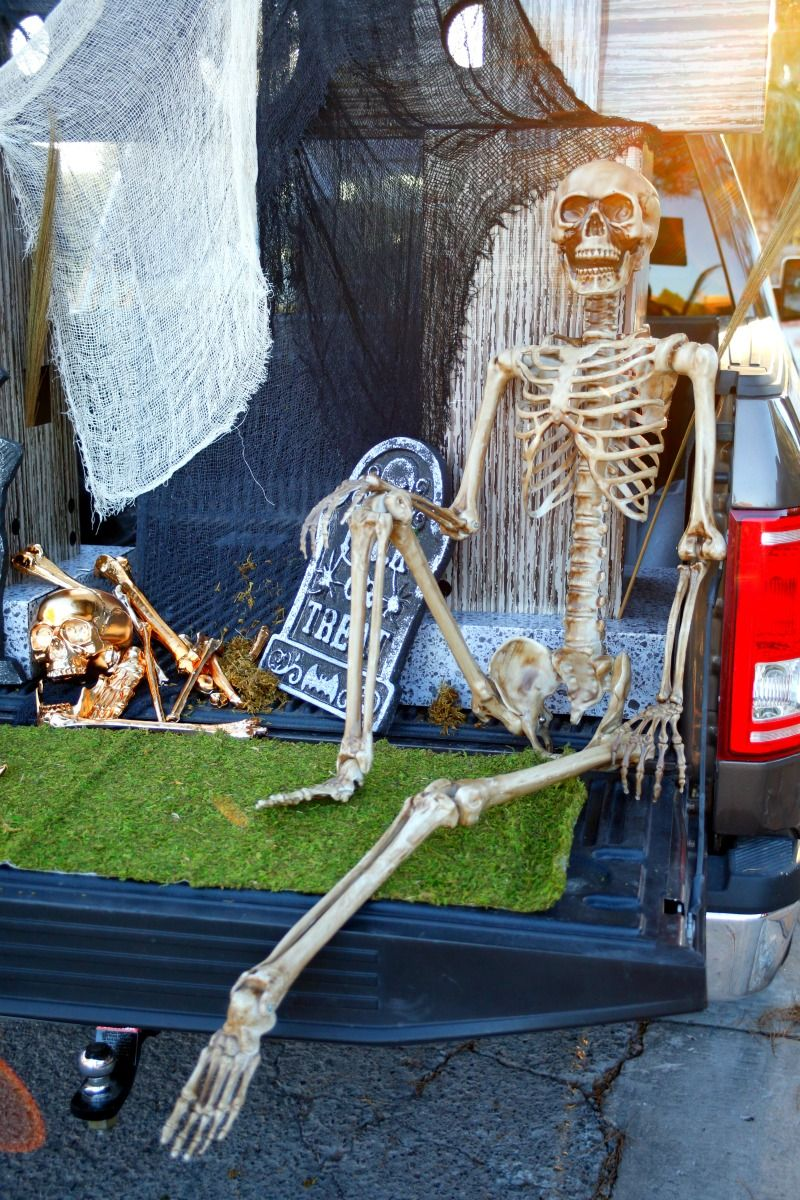exceptional Decorate Truck Bed Halloween Part - 9: Get ready to Trunk or Treat with this Glam Cemetery Truck bed set up and a  Trunk or Treat blog hop with 12 awesome bloggers [sponsored]