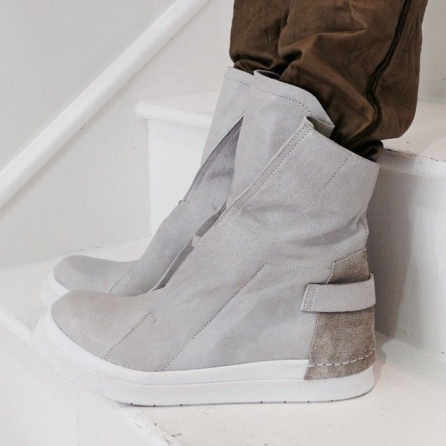 Cinzia Araia Leather Hi-Top Sneaker #CinziaAraia #hlorenzo