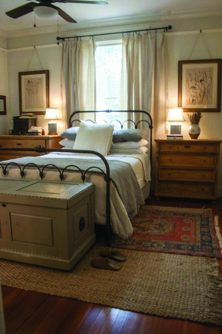 A Decorator S Guide To Cottage Style Decor Cottage Bedroom Decor Master Bedrooms Decor Farmhouse Bedroom Decor