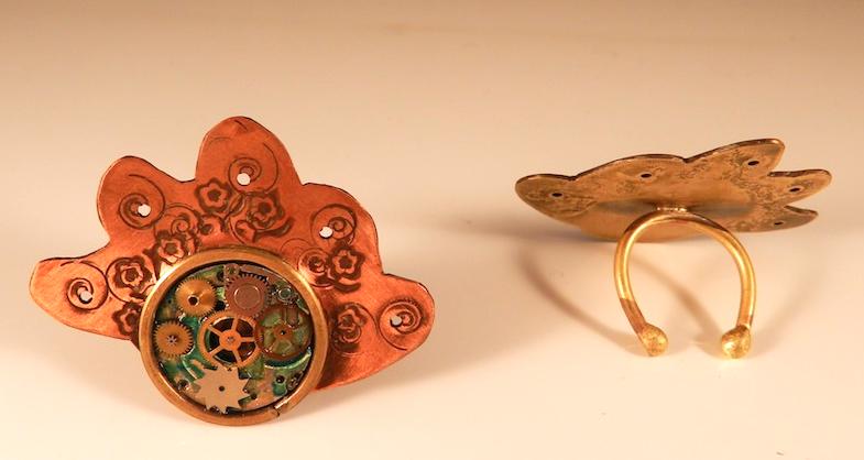 AnHadas. Anillos con maquinaria de reloj antiguo alterada.