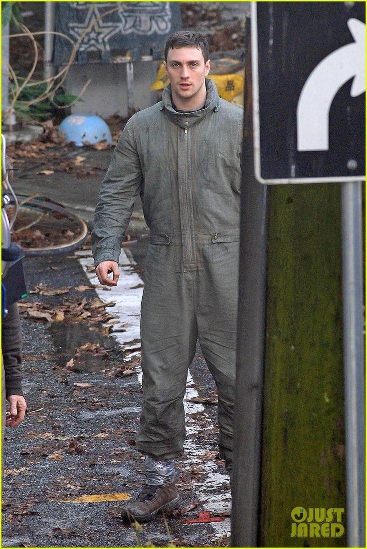 Aaron Taylor-Johnson on Set for Godzilla 2014   Aaron ...