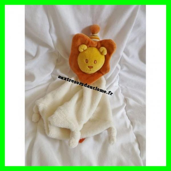 Doudou plat lion avec chapeau ORCHESTRA http://www.auxtresorsdauclome.fr/fr/doudous/3928-doudou-mouton-bebe-confort.html
