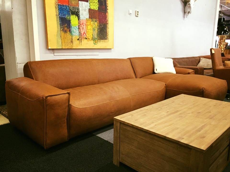 Stoere elementen bank Carpe van Easy Sofa in natuur leder ...
