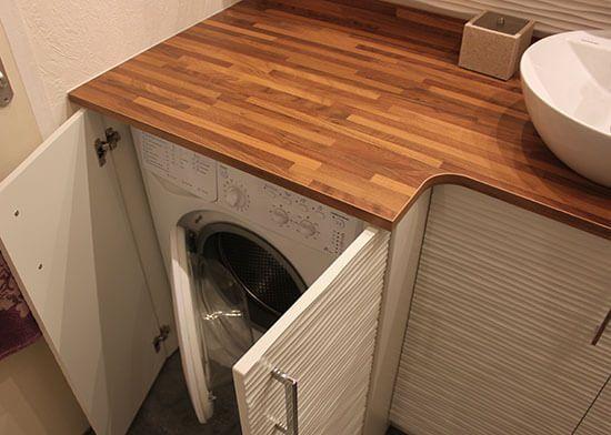 une salle de bains avec un meuble int grant le lave linge les salles de bain sur mesure et la. Black Bedroom Furniture Sets. Home Design Ideas