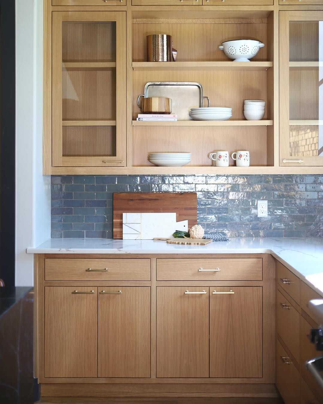 S A R A H B A K E R On Instagram I Have A Thing For These Rift Sawn White Oak Cabinets If Y In 2020 White Oak Kitchen Upper Kitchen Cabinets Maple Kitchen Cabinets