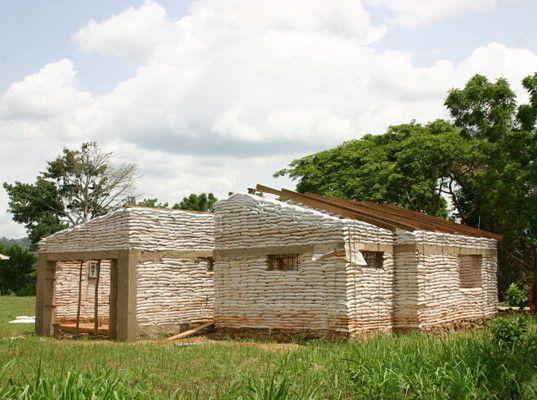 Earthbag house Home Sweet Earth Pinterest Ghana, House and Earth - construire une maison ecologique