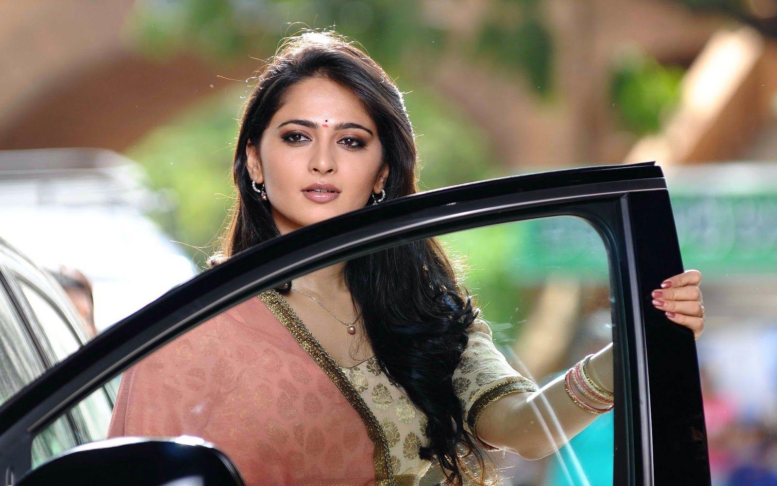 Anushka Shetty Hot Photos HD Images with Biography ×