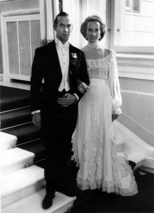 Aboutthebritishroyals Prince And Princess Michael Of Kent Pictured At Their Wedding Ball In Vienna On June 30th 1978 The Bride Wore A Classic Silk Crepe