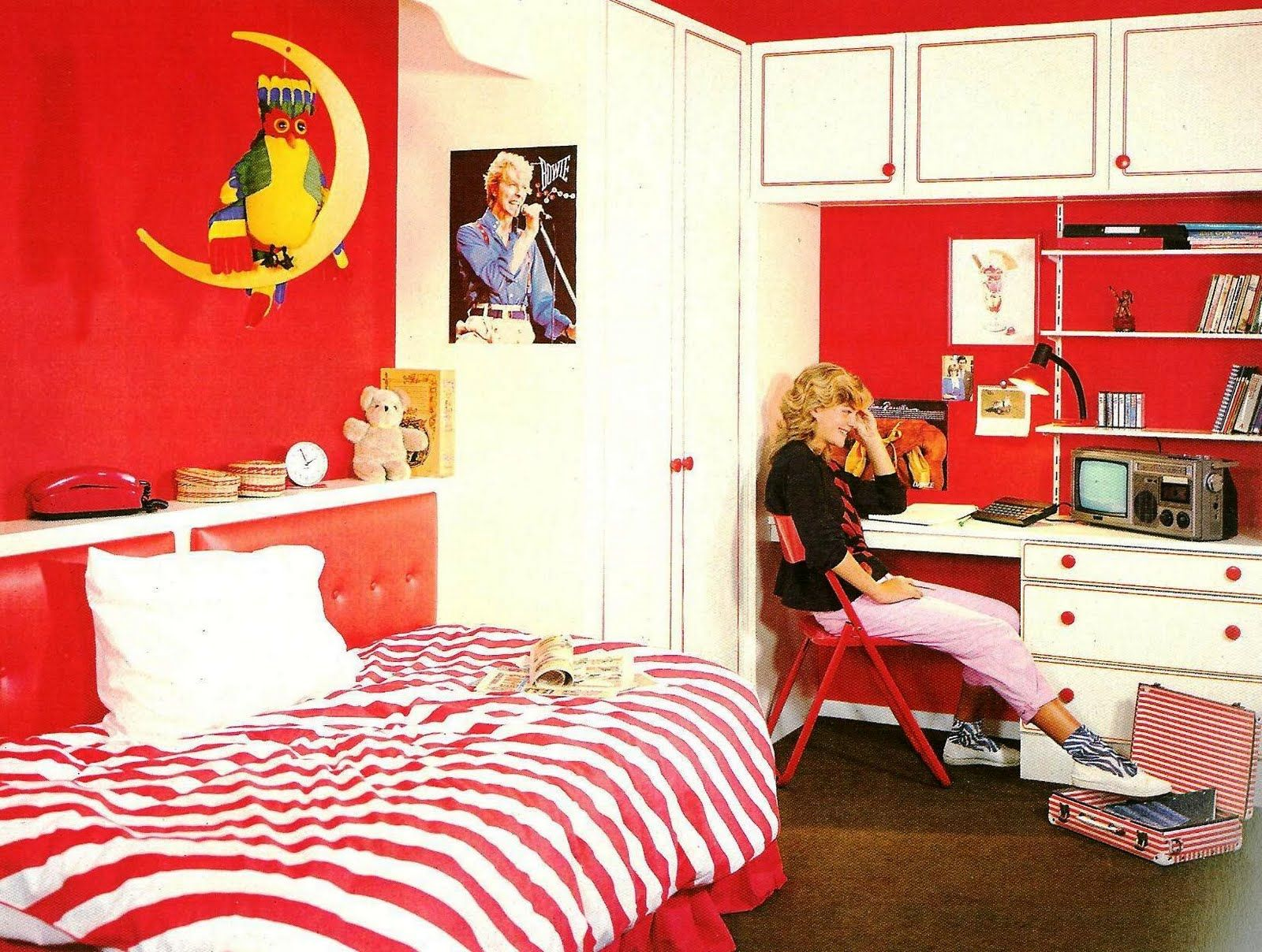 The Fantasy Decorator The Retro Decorator 80s Bedroom Retro Bedrooms Retro Interior Design Bedroom Design