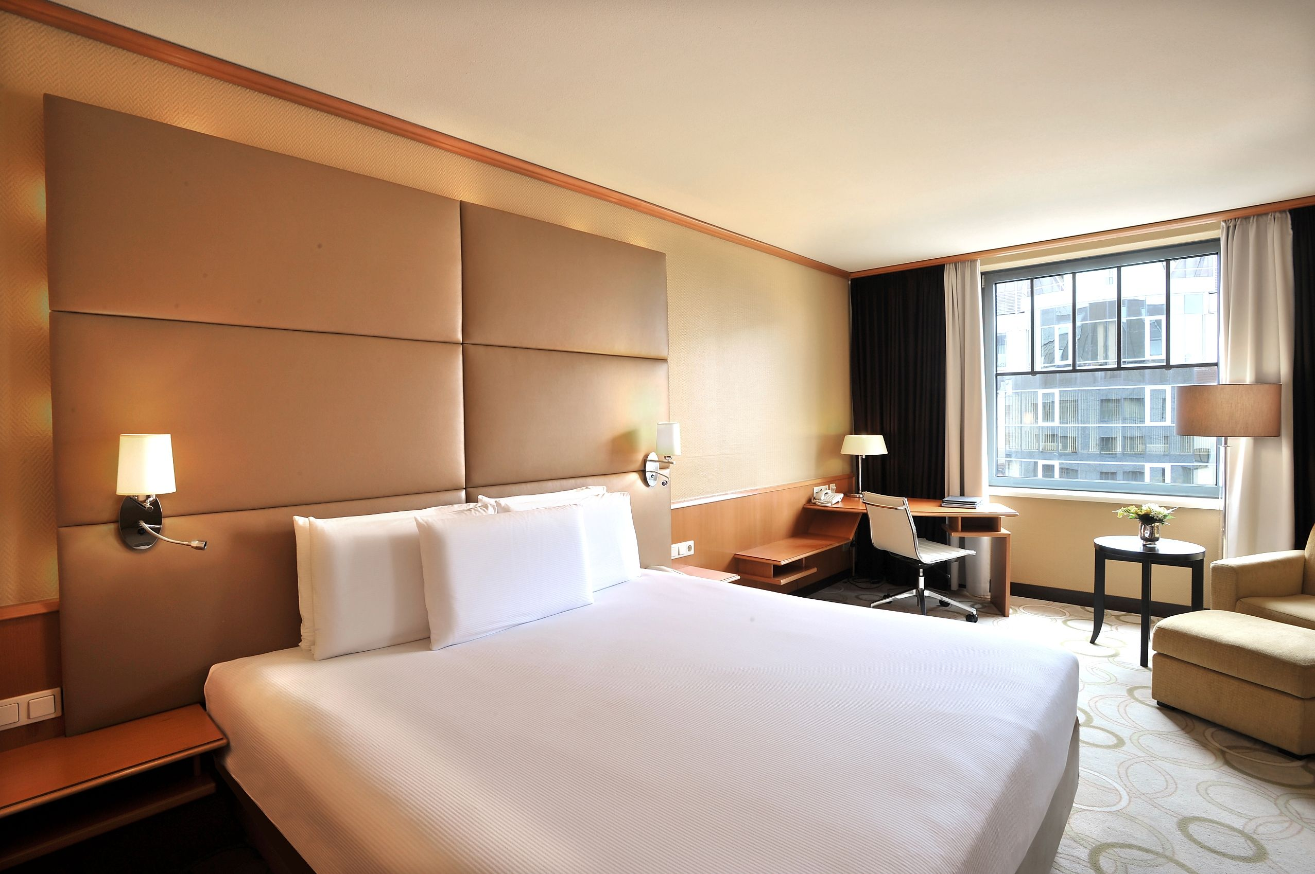 king hilton guest room welcome to this bright and airy room with
