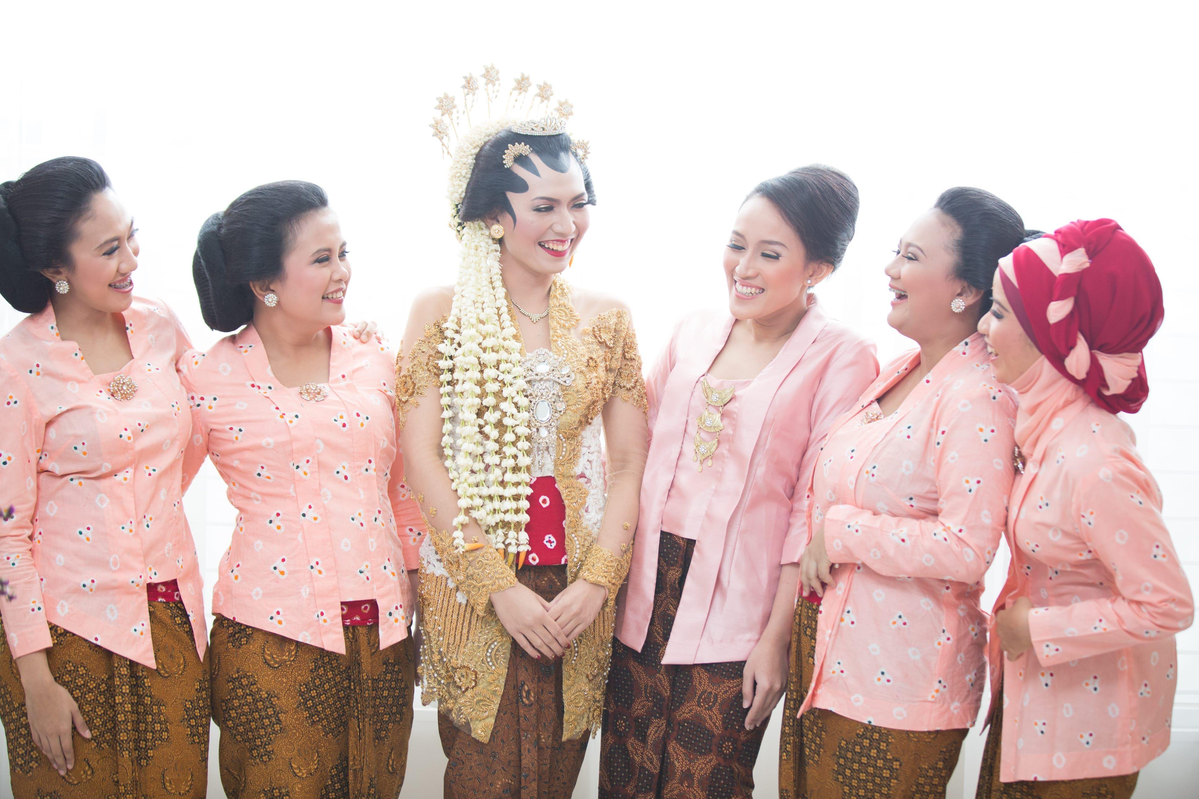 Pernikahan Jawa di Seragam Pinterest