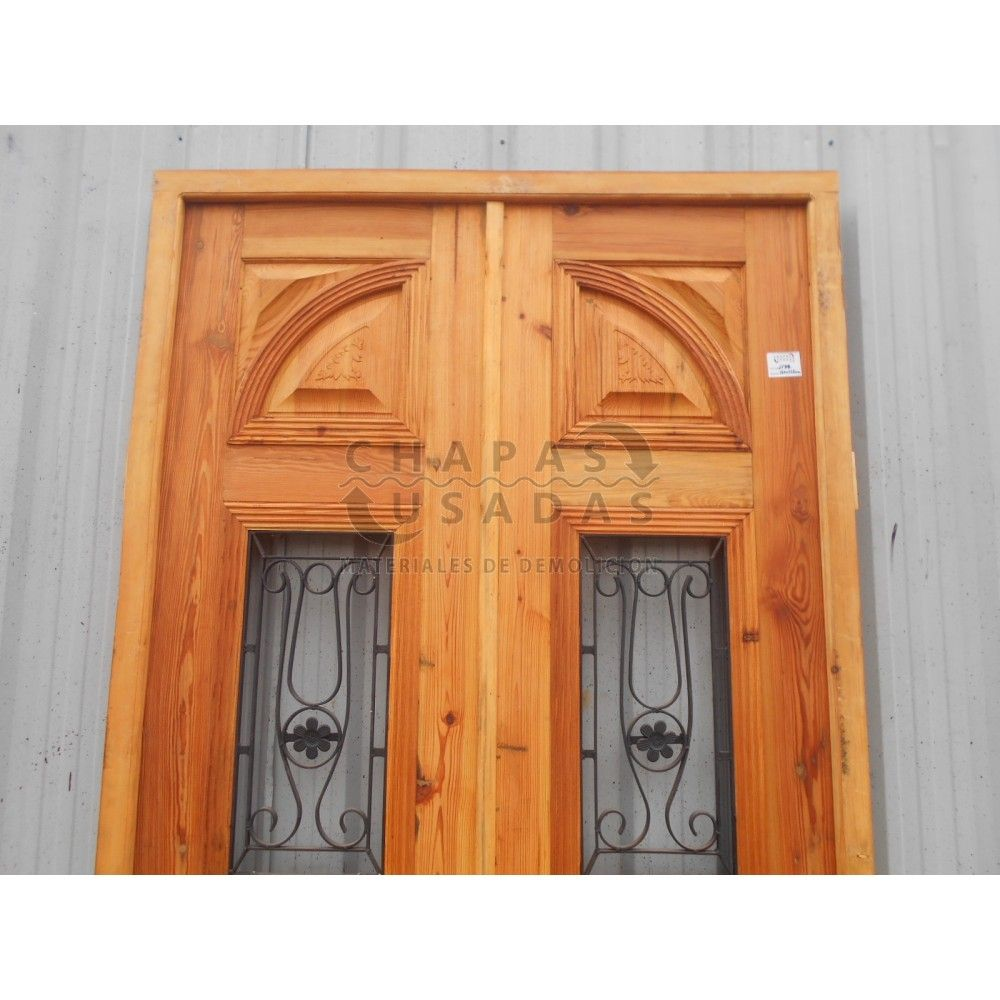 Puerta de frente de madera antigua en pinotea puertas de for Puertas de madera y hierro antiguas