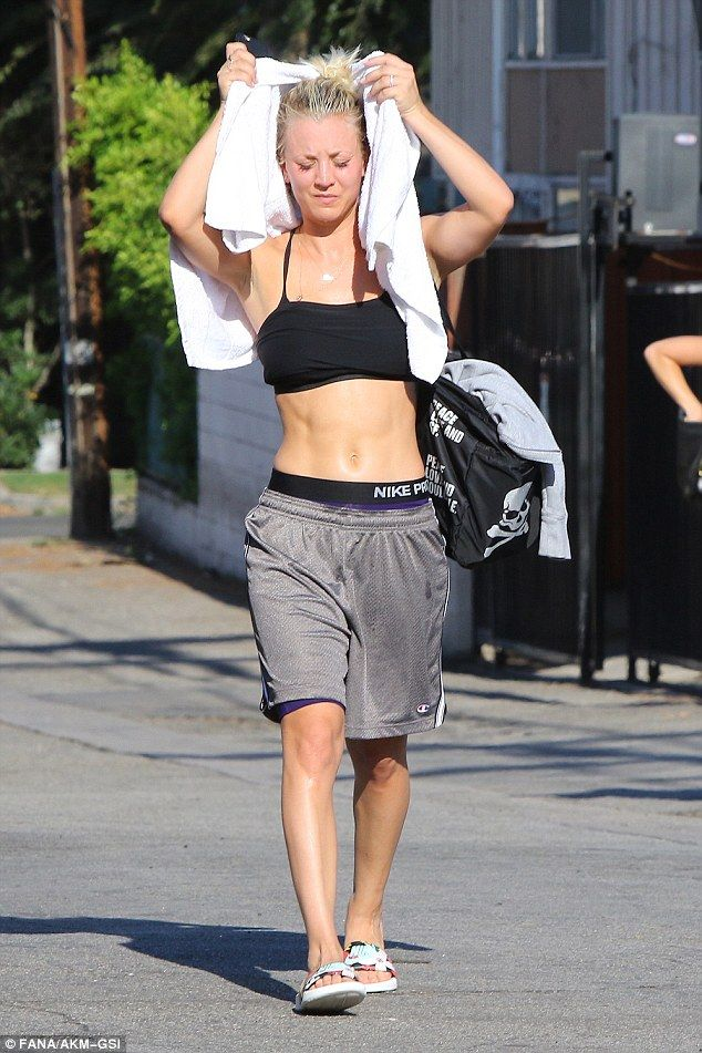 Kaley Cuoco Flaunts Her Rock Hard Abs In The Sweltering La Heat Kaley Cuoco Body Kaley Cuoco Kayley Cuoco