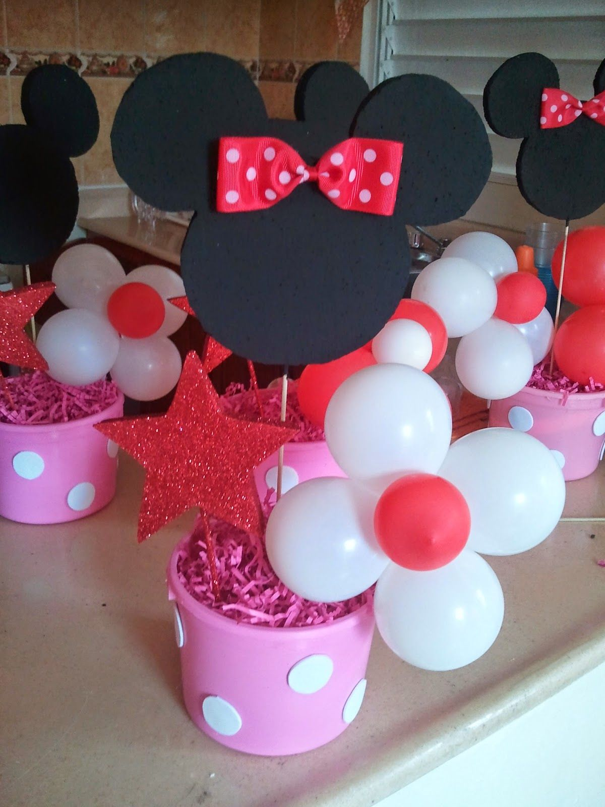 simple minnie mouse table decorations This is the final look