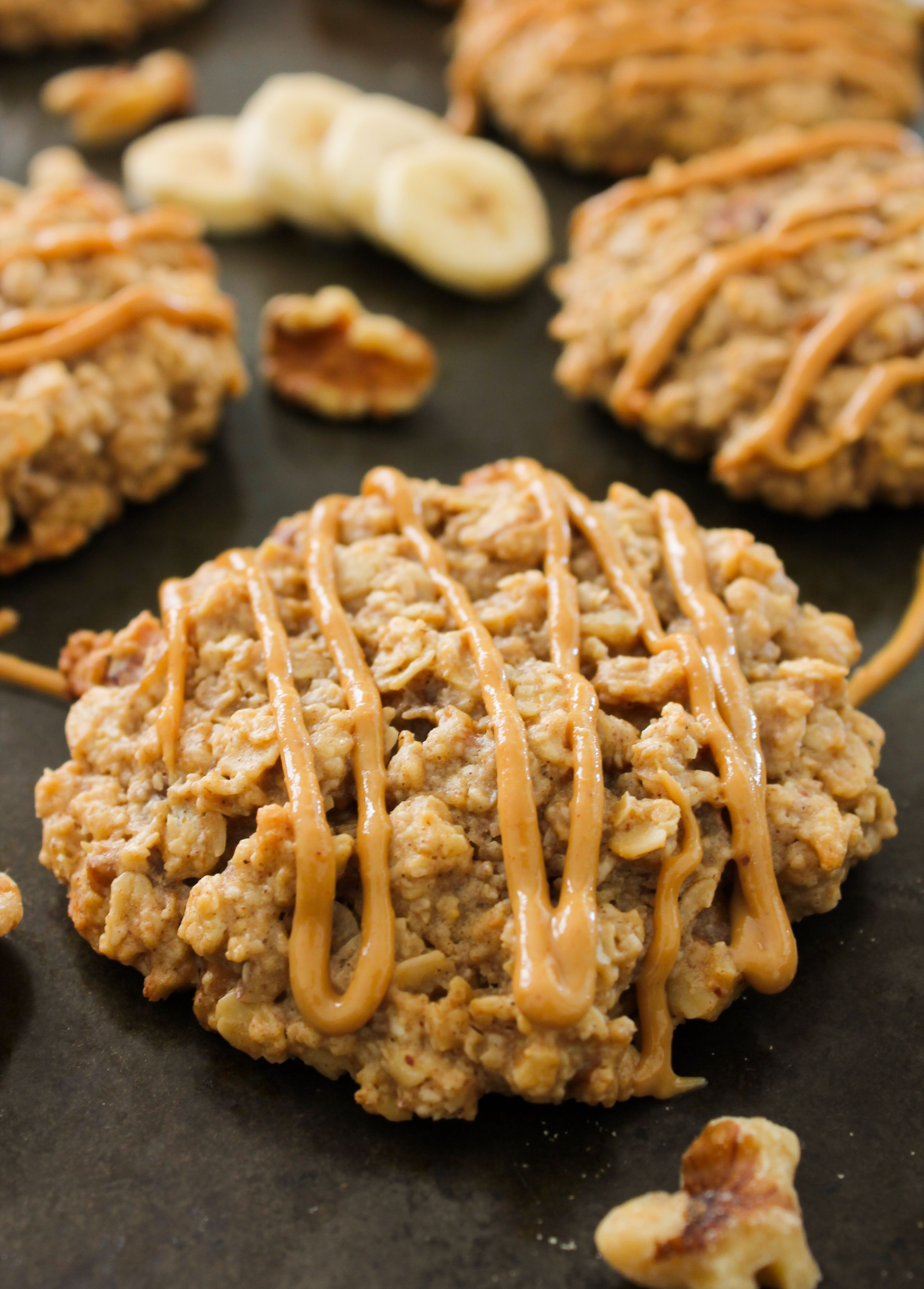 Banana Walnut Oatmeal Breakfast CookiesMade with whole grains and walnuts this is a fibrepacked breakfast cookie to keep you going all morning No refined sugar glutenfree...