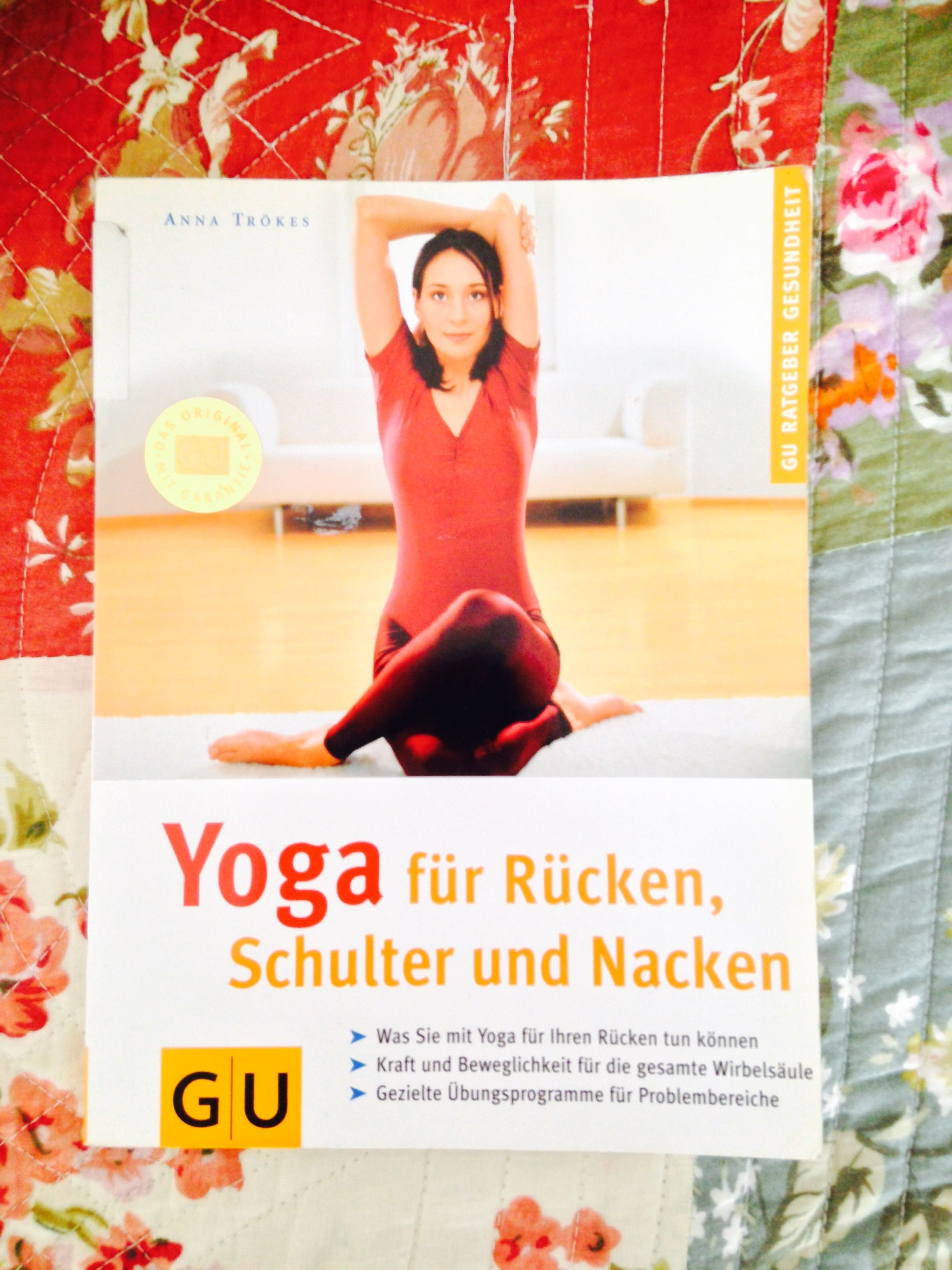 Yoga für Rücken, Schulter und Nacken. In meinem Bücherregal.