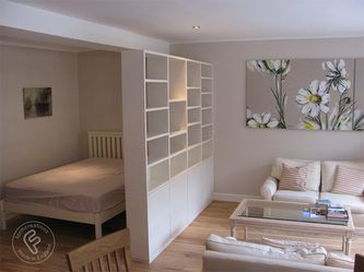 Bücherregale, schwebende und eingebaute Regale - ... - #Bücherregale #eingebaute #raumteiler #Regale #schwebende #und #firstapartment