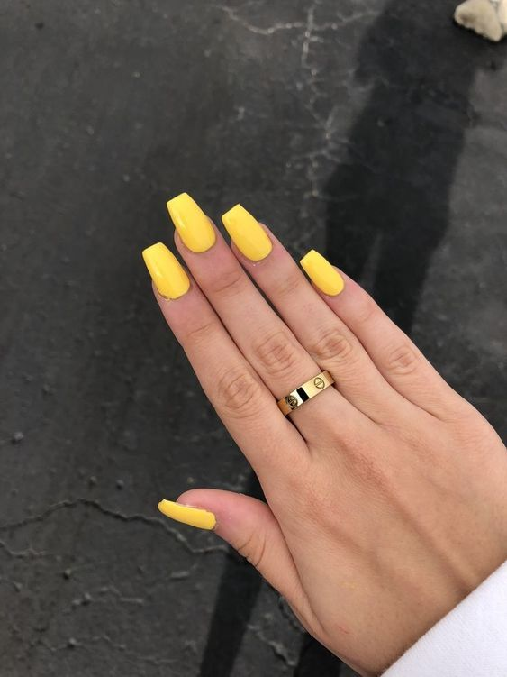 61 Simple Short Acrylic Summer Nails Designs For 2019 In 2020 Yellow Nails Acrylic Nails Yellow Yellow Nails Design