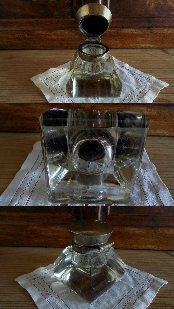 Magnifique ancienne à l'encre avec base en cristal et haut