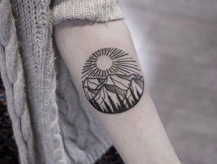 1001 dessins originaux de tatouage montagne cha ne de montagnes femme dessin et tatouages. Black Bedroom Furniture Sets. Home Design Ideas