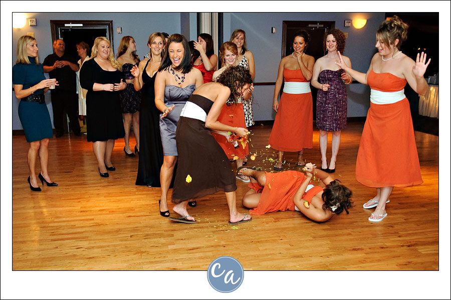 17 LOL Worthy Bridal Bouquet Toss Wedding Photos For Your Amusement
