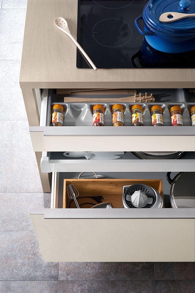 Multitude Déquipements Pour Ces Tiroirs De Cuisine For The Home - Meuble cuisine coulissant pour idees de deco de cuisine
