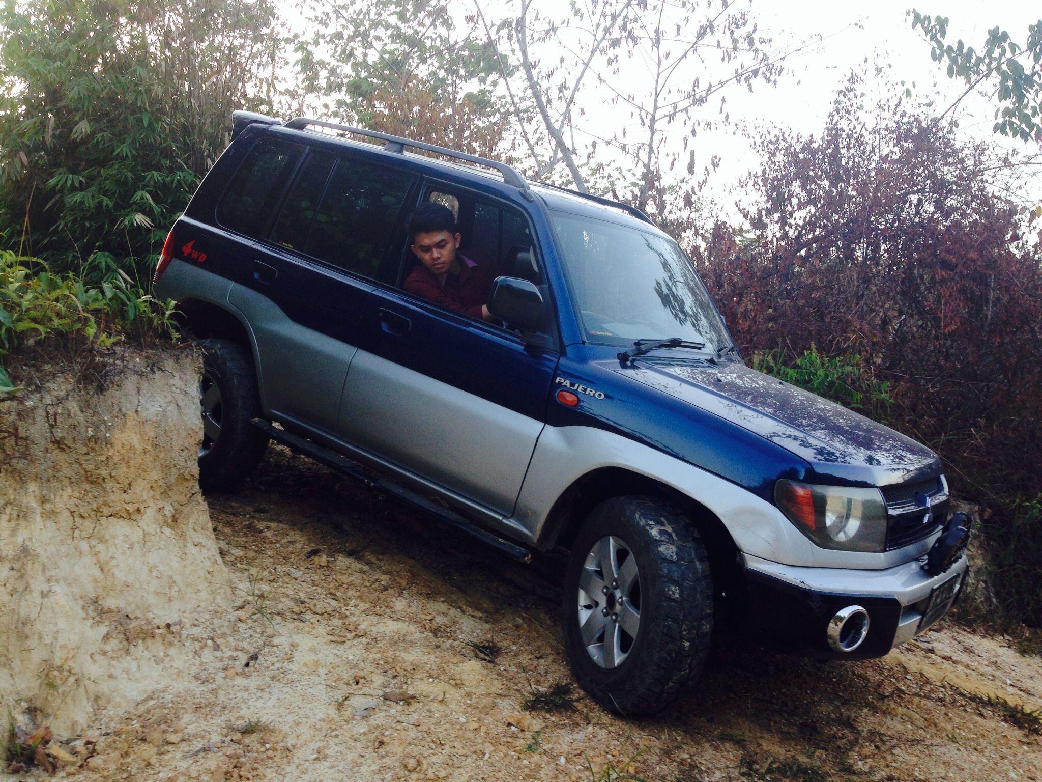 Mitsubishi Pajero Io Off Roading
